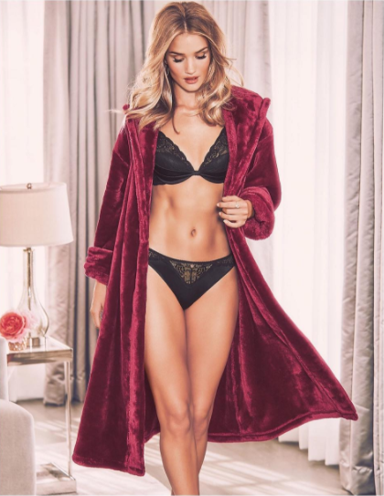 Rosie Huntington 5.58